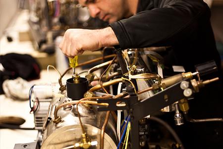 Сотрудники «МастерБюро» помогут вам вернуть кофемашину к жизни, что бы с ней не случилось