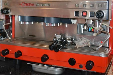 Благодаря большому опыту, сремонтом кофемашин ЛаЧимбали мы справимся легко